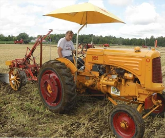 Minneapolis-Moline tractor gets nod for plowing match– Image 1