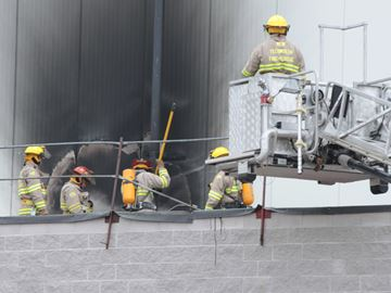 Roof generator sparks fire at Alliston industrial building