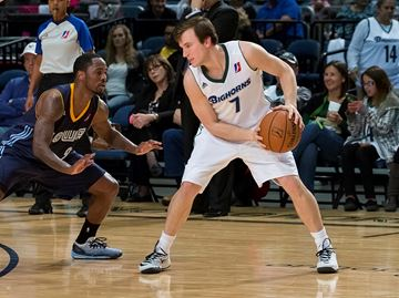 Burlington's Heslip makes record-setting debut with Reno in D-League debut