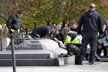 Lawyer, passersby go to fallen soldier's aid-Image1