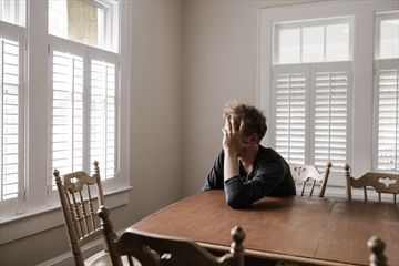 Canadians are increasingly experiencing loneliness, isolation and mental illness as the COVID-19 pandemic stretches on.