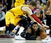 LeBron shakes off strep throat, leads Cavs past Bucks 102-95-Image5