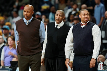Denver Nuggets fire coach Brian Shaw with team in slide-Image1