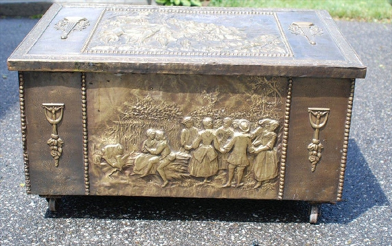Decorative Kindling Box : This old thing decorative hod boxes often held coal