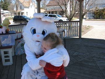 The Bridgenorth Beautification Committee (BBC), with the support of the Bridgenorth Business Association, hosted an Easter Egg Hunt at Heritage Park over the weekend.A very special guest, the Easter Bunny, was kept busy giving hugs and high fives to the kids and playing catch before the hunt began. There was also a surprise appearance from
