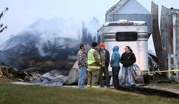 Some 30 horses die in stable fire outside Chicago-Image1
