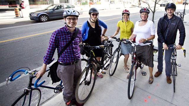 Dundas bike lane reopens
