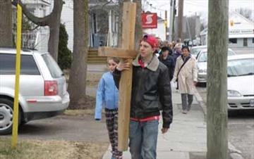 Good Friday Walk makes its way through Richmond– Image 1