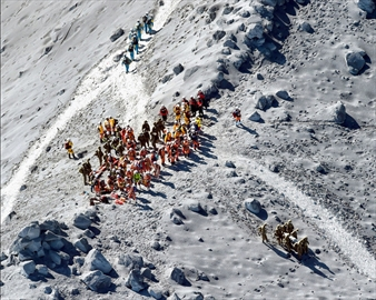 More bodies found on Japanese volcano; toll now 47-Image1