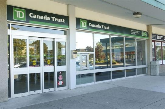 Bank Branch At Donwoods Plaza Closing Meeting Draws 200