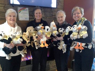 Collingwood Quota club donates teddy bears to hospice