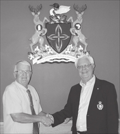 Former councilor returns to unveil South Frontenac's new Coat of Arms– Image 1