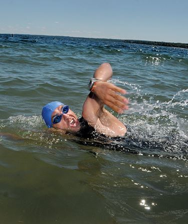 Open water swimmers tackle Lake Simcoe's chill in Barrie and Innisfil