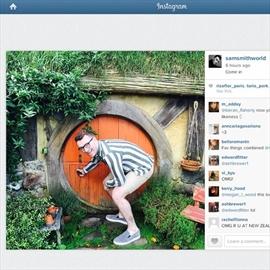 Sam Smith visits Hobbiton-Image1