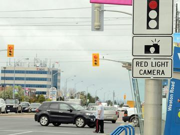 Red-light cameras back up for review in Barrie