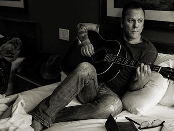 Kiefer Sutherland coming to Barrie with band