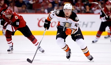 Anaheim Ducks sign holdout D Hampus Lindholm to 6-year deal-Image1