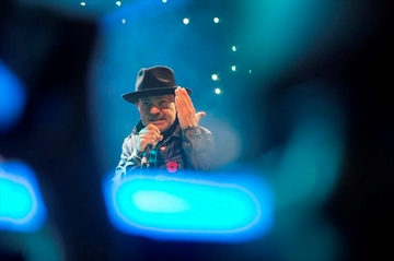 Gord Downie performs to captive teen crowd at We Day-Image1