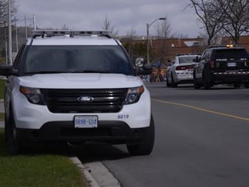 Vehicle parked overnight in Oakville's Iroquois Shore Road area loses all four tires