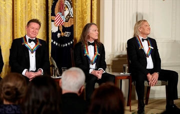 Standing ovation for Obama at his last Kennedy Center Honors-Image27