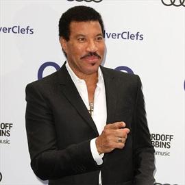 Lionel Richie postpones Mariah Carey tour -Image1