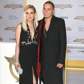 Ashlee Simpson and Evan Ross name daughter Jagger Snow-Image1