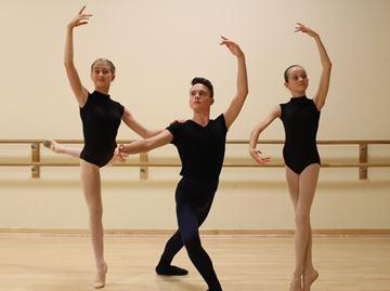 Waterdown dancers off to ballet school
