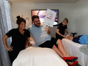 Watch a Collingwood reporter get his legs waxed for abused women's shelter