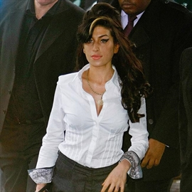Amy Winehouse was 'crying for help', director claims-Image1