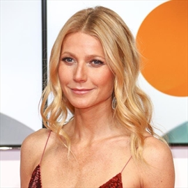 Gwyneth Paltrow's pals on 'midlife crisis alert'-Image1