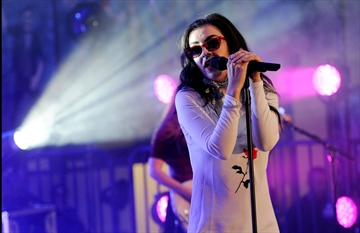 Charli XCX surprises at school homecoming dance-Image1