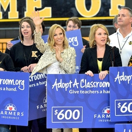 Sheryl Crow donates 20k to high school-Image1