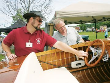 Crowd drawn to Penetanguishene waterfront by Water and Wheels Fest