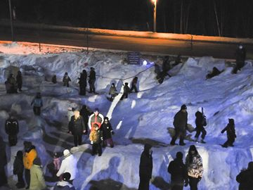 Community volunteers and local youth built a giant snow maze at the Canadian Tire parking lot for Snowman Mania.