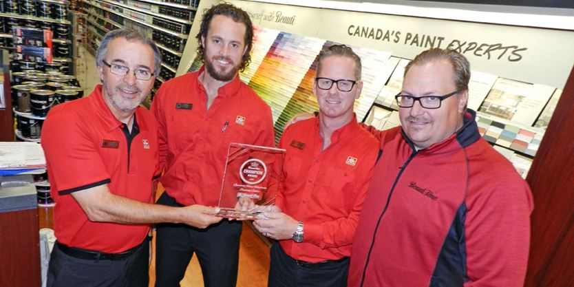 right  presented one of the company s inaugural Beauti Tone Champion  Award to the staff at Geerlinks Home Hardware Building Centre and Home  Furniture. Geerlinks award painted with beauty colours   TheWeeklyNews ca