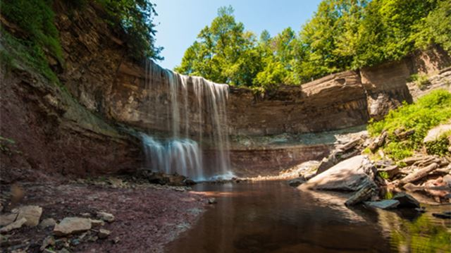 12 beautiful ontario waterfalls worth getting out of the for Landscaping rocks windsor ontario