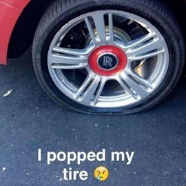 Kylie Jenner's flat tire-Image1