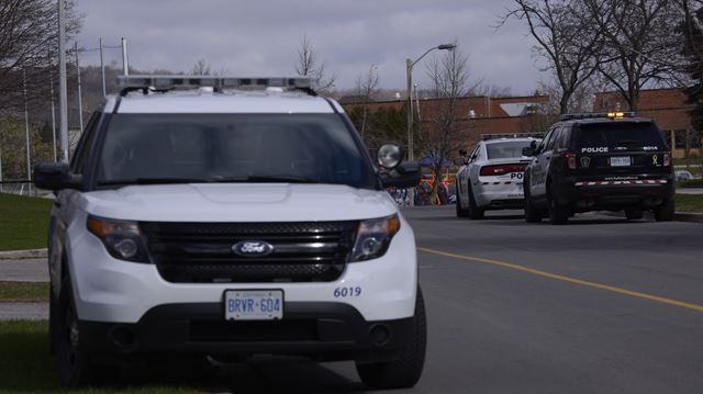 Police investigating after Oakville man robbed in broad daylight