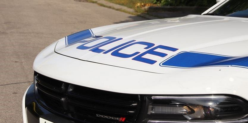 Police searching for 3 suspects after Mississauga restaurant robbed at gunpoint