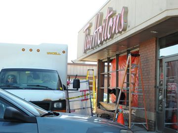 Car hits Tim Hortons in Barrie