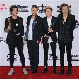Eliza Dushku has to give hotel room to One Direction-Image1