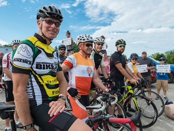 Cyclists support Georgian Bay Cancer Support Centre in Penetanguishene
