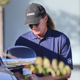 Bruce Jenner 'is seeking advice from Cher and Chaz Bono'-Image1
