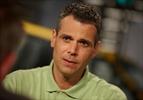 Tim Danter instructing contestants on Canada's Worst Driver
