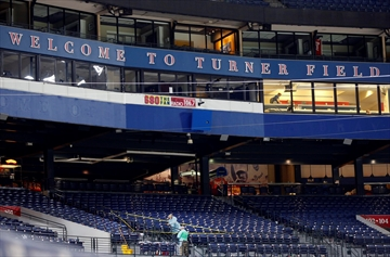 Fan dies after fall from upper deck at Atlanta Braves game-Image1