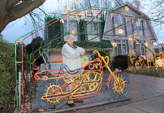 Spruce Avenue Home Lighting Up Christmas Insidehalton