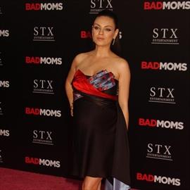 Mila Kunis' bargain wedding band-Image1