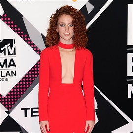 Jess Glynne needs specific chocolate fix on tour-Image1