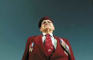 John Feduck in a 2005 Spectator photo to go with a story recounting his experiences as a paratrooper during the Second World War — including taking part in the D-Day invasion on June 6, 1944.