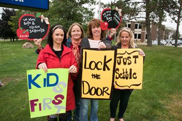 Kilbride elementary school parents protesting unlocked front doors